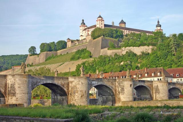 Alemanha: as pontes mais fantásticas! Alte Mainbrücke, Würzburg
