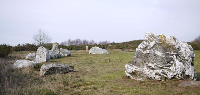 blocs de quartz monument néolithique