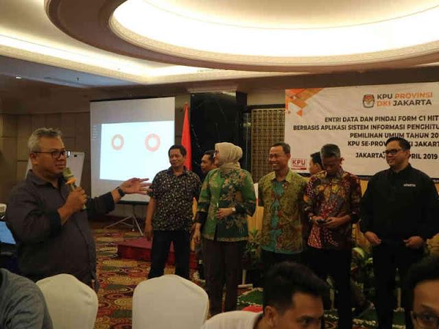 Arif Budiman Kunjungi Markas Pusat Entri Data KPU DKI Jakarta