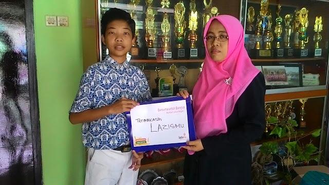 Penyerahan Beasiswa Dhuafa untuk siswa SMP Muhammadiyah 1 Jember