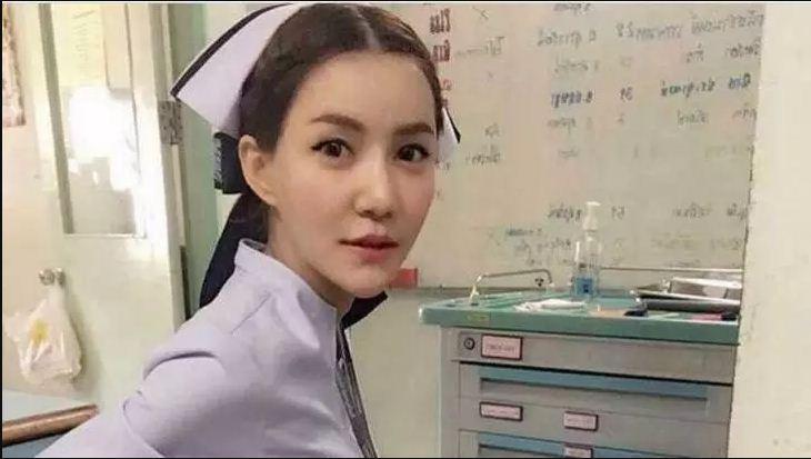 Perawat ini Akhirnya Kena PHK Lantaran Punya Wajah dan Tubuh yang Buat Pemuda Pangling saat Bekerja