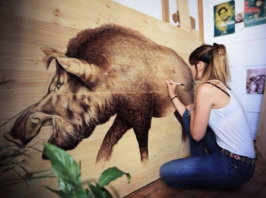 07-Wild-Boar-Martina-Billi-Animal-Drawings-on-Recycled-Wooden-Planks-www-designstack-co