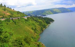 Danau Toba dilihat dari kota Parapat Simalungun