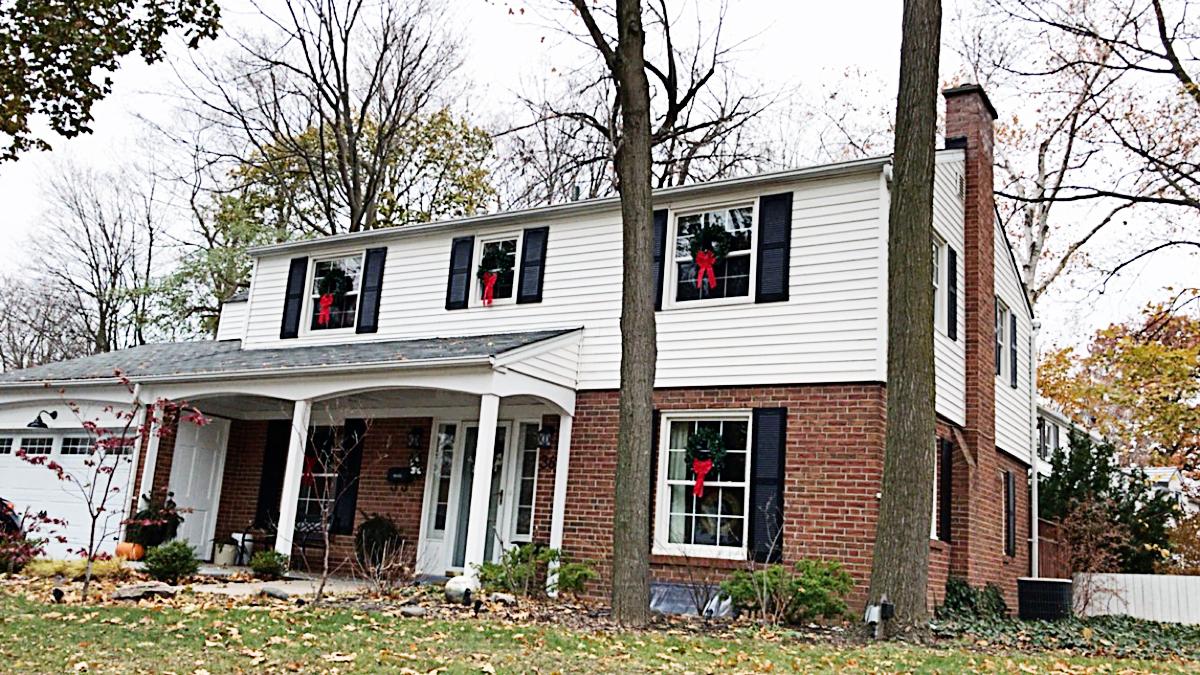 7 Ways Of How To Hang Wreaths On Windows Rambling Renovators