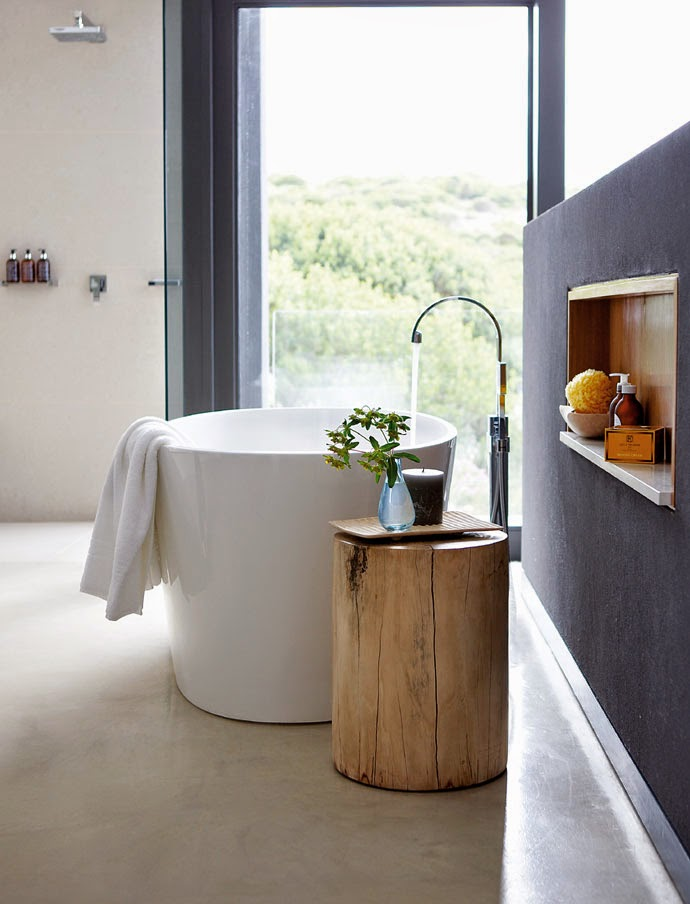 Modern Bathroom Design Small Round White Porcelain Freestanding Bathtub Bath Tub with Wooden Tree Stump Stand for Books and Candles