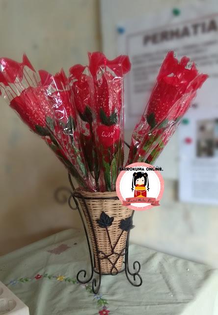 LED roses,bunga mawar led,jual bunga valentine's day,kado valentine surabaya,hadiah valentine surabaya,hadiah surabaya,souvenir surabaya,bunga mawar led,mawar led nyala surabaya,online shop surabaya