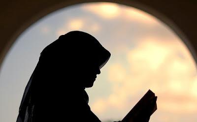 muslimah membaca