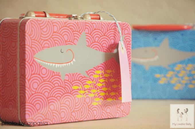... κουβαλούν παντού και να ζωγραφίζουν (θυμήθηκα και την όμορφη ιδέα με το  κουτί της Ελπίδας) 1d3a0b4c9f7
