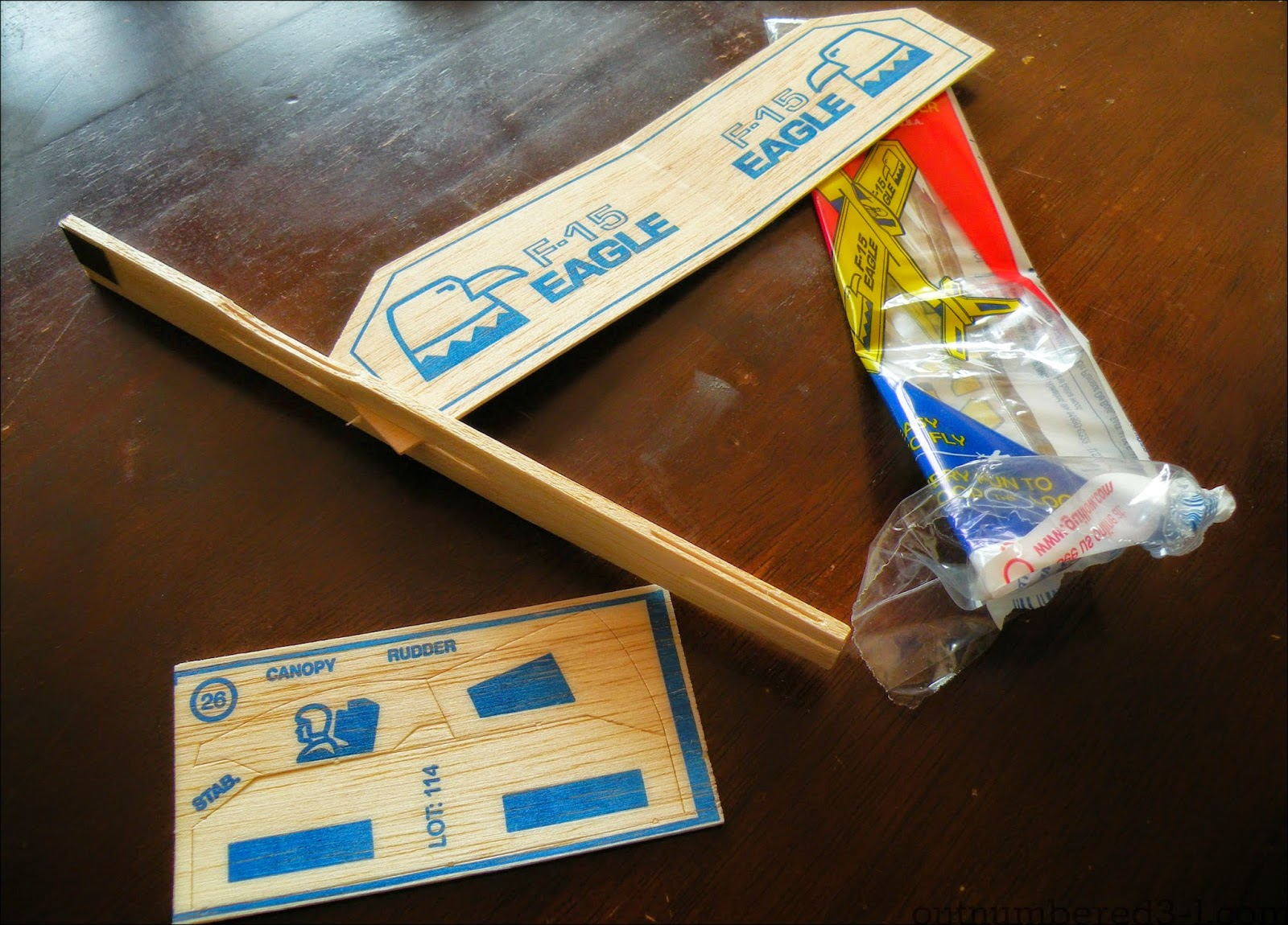 Sky High Fun with Guillow's Foam and Balsa Wood Gliders! +