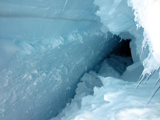 Another look inside that crevasse.