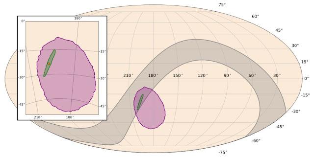 Bản đồ vùng trời các máy dò quét tìm kiếm sóng hấp dẫn (màu xám), vùng trời xác định có sóng hấp dẫn bởi Kính viễn vọng Không gian tia Gamma Fermi của NASA (màu tím), vùng trời thu hẹp xác định có sóng hấp dẫn bởi LIGO-Virgo (xanh lục), và nơi chính xác diễn ra sự kiện (ngôi sao màu vàng viền đỏ). Đồ họa: NASA/ESO.