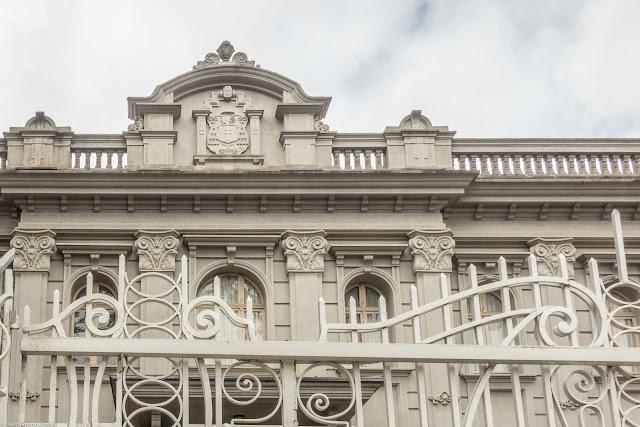 Mitra da Arquidiocese de Curitiba - detalhe