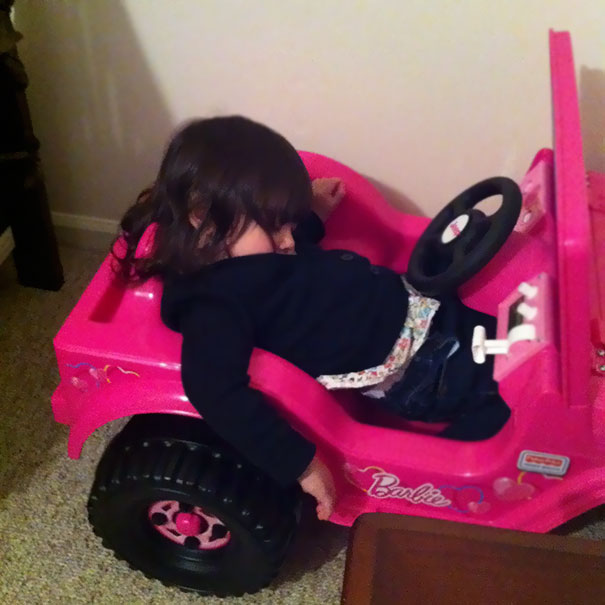 15+ Hilarious Pics That Prove Kids Can Sleep Anywhere - Napping While Driving
