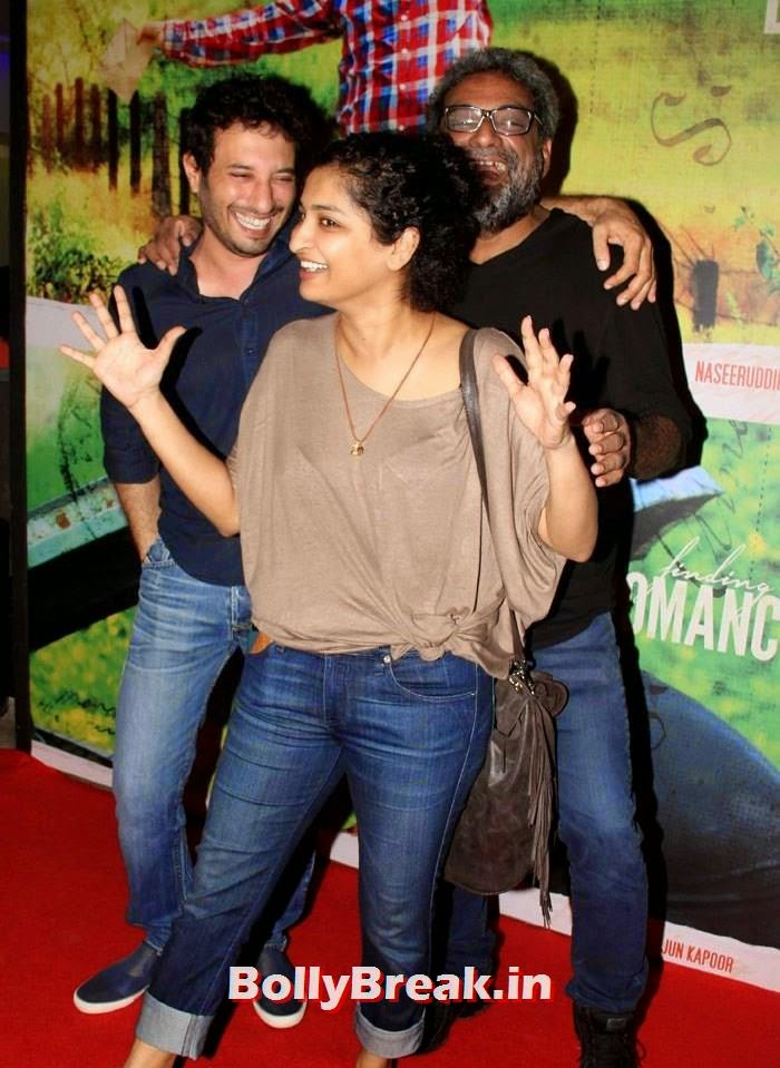 Homi Adajania, Gauri Shinde, R. Balki, Deepika Padukone in Beige Colur Saree for 'Finding Fanny' Screening