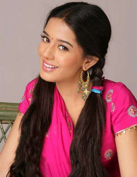Actress Photographs: VIVAH sexy actress Amrita Rao ...