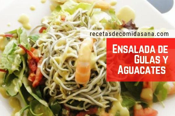 Receta de ensalada de aguacate con gulas, que pueden ser sustituidas por nueces.