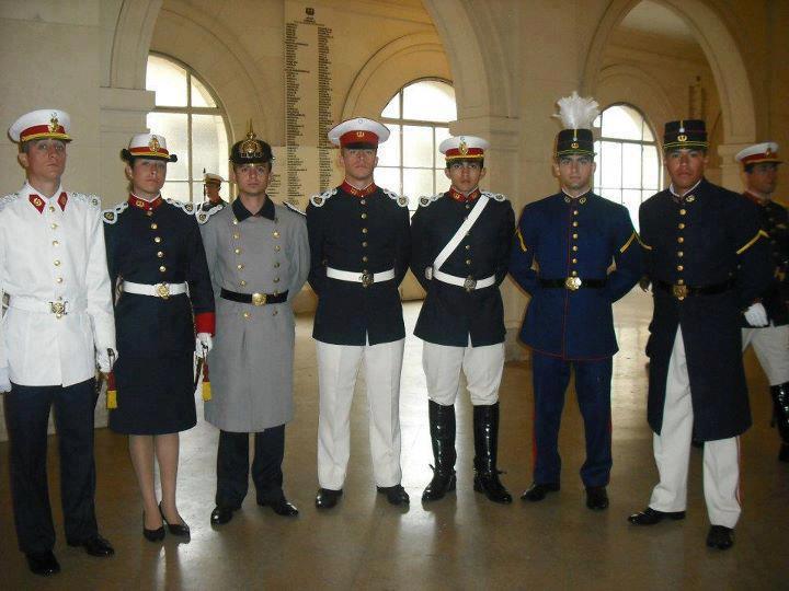 El Patriota Argentino  Uniformes de Cadete del Colegio Militar de la ... c54a85e6077