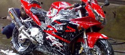 Awas Salah Pakai Sabun Cuci - dapat Rusak Warna Cat Motor (www.motroad.com)