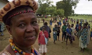 Γυναίκα αρχηγός φυλής ακύρωσε 850 γάμους παιδιών κι έστειλε τα κοpίτσια πίσω στο σχολείο