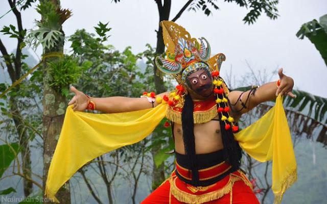 Tarian Klono di desa wisata Gubugklakah