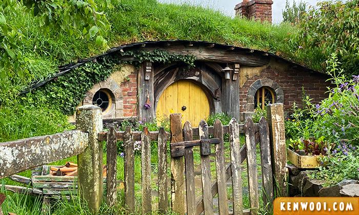 hobbiton movie set yellow door