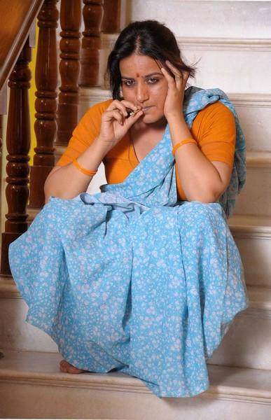 Kannada Actress Pooja Gandh Hot Navel In New Kannda Film -2177