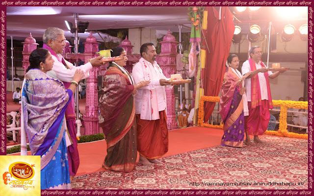 Ram-Devotion-Aniruddha-Bapu-Follwer-performing-Aarti