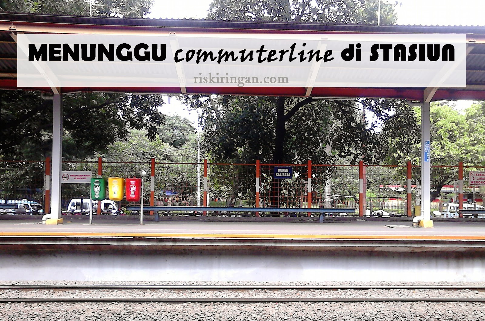 menunggu commuterline