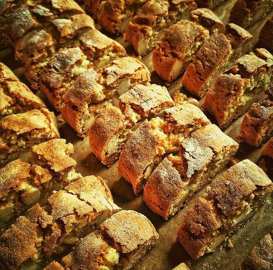 Pan dulce con almendras, receta típica de Italia