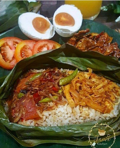 Nasi Bakar Ayam Suwir / Indonesian Baked Rice with Spices Chicken