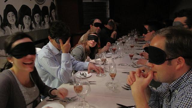 Cena a Ciegas. Cultura en las fiestas del Orgullo gay de Madrid 2011