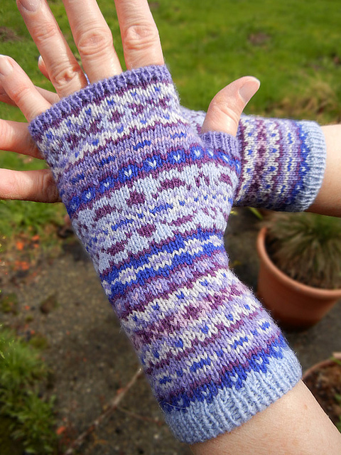 Modification Monday: Corrie Fair Isle Mitts - Knitted Bliss