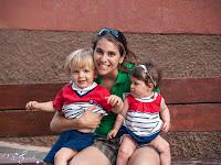 Marina con la mami y el primo Hugo