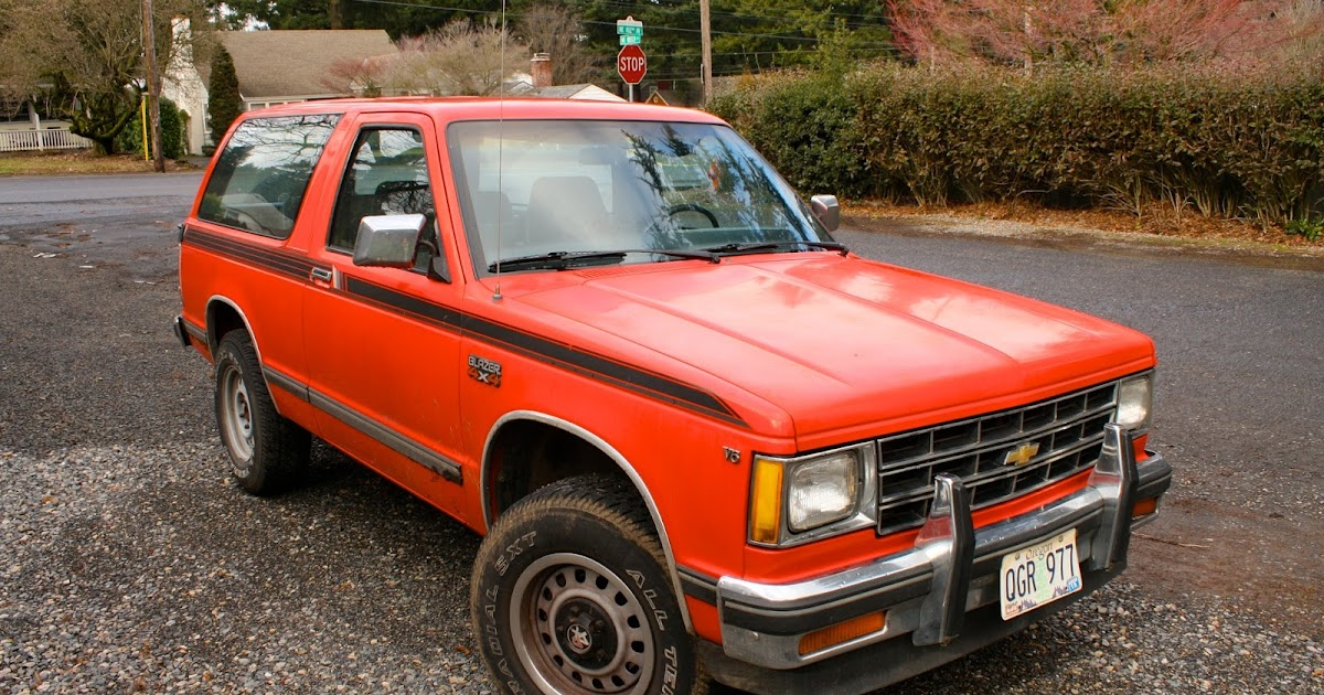 OLD PARKED CARS.: 1984 Chevrolet S10 Blazer.