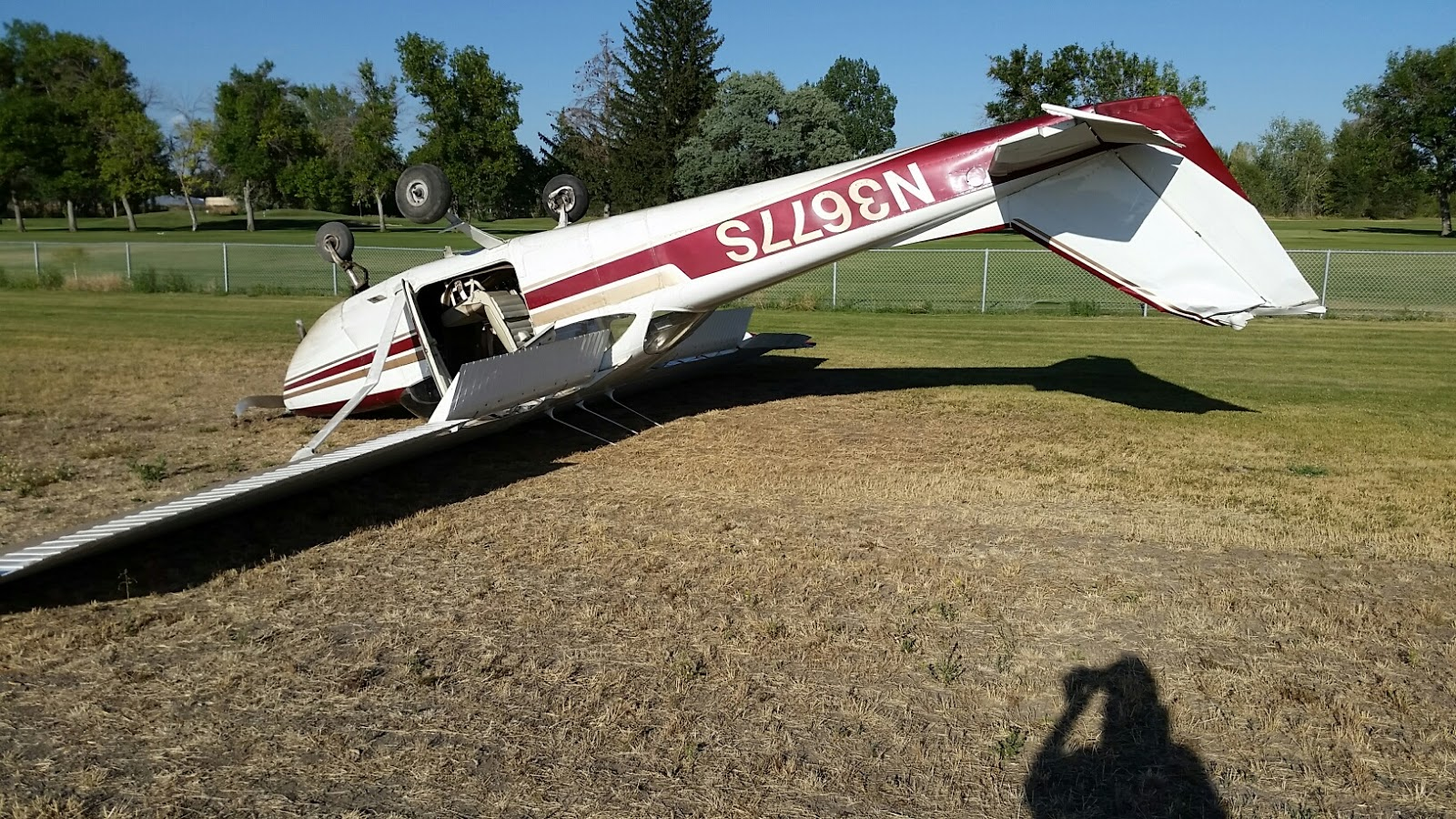Kathryn's Report: Cessna 172E Skyhawk, N3677S: Accident
