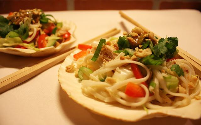 thaimaalainen kana-nuudelisalaatti salaatti Aasia Thaimaa nuudeli kana mallaspulla