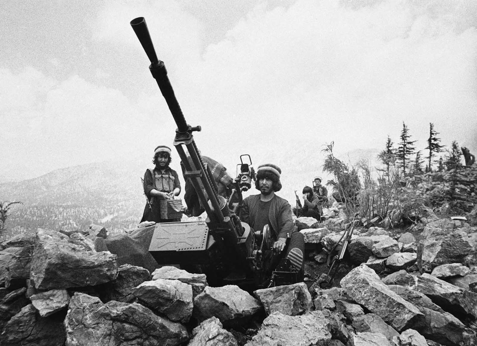 Muslim anti-aircraft gunners in eastern Afghanistan's Paktia Province on July 20, 1986.