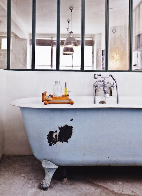 pellmell cr ations la baignoire sur pieds. Black Bedroom Furniture Sets. Home Design Ideas