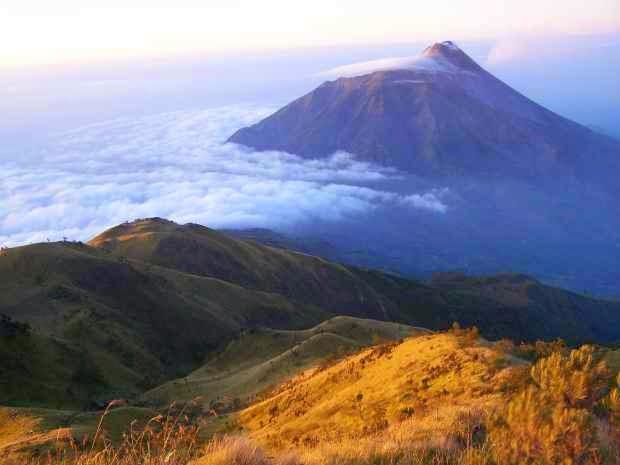 Gunung Lawu - tempat wisata alam di magetan yang indah mempesona
