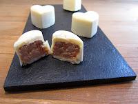 Corazones  de foie con chocolate blanco y Quicos