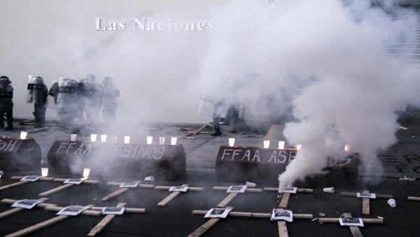 Policía hondureña reprime a opositores frente a sede de ONU