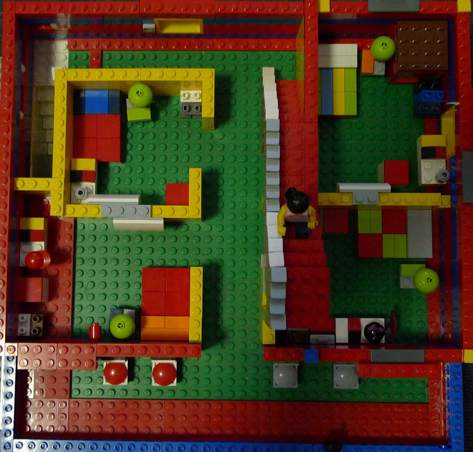 Ace LegoⓇ Designs: Lego Minifig Big House 5 Stories
