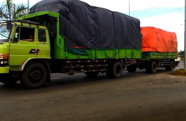 gambar truk hino gandeng ranger