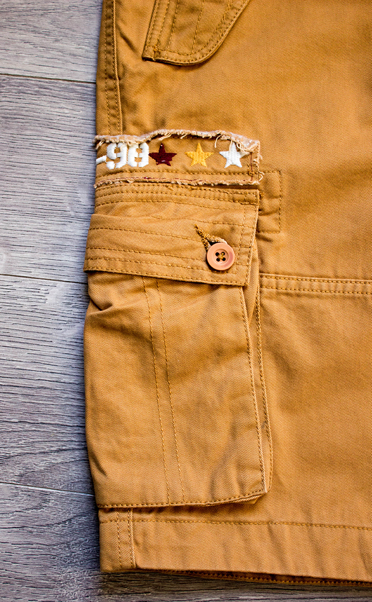 Jo Browns Crazy Cargo Shorts Pocket Detail