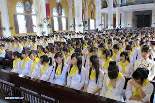 161 bạn trẻ rước lễ bao đồng bước sang giới trẻ