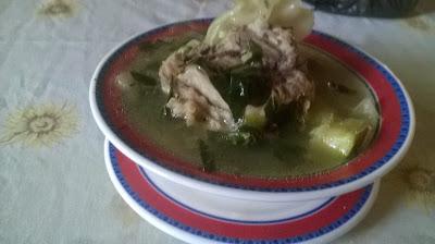 Sopa de Chipilin con hueso de cerdo