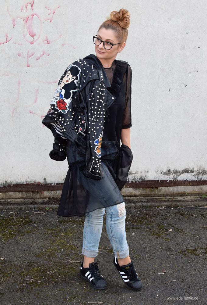 Lederjacke von Zara, Adidas Sneaker in Schwarz