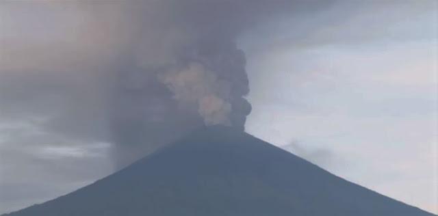 Suuntana Aasia | Balin lentoliikenne keskeytetty tulivuorenpurkauksen vuoksi