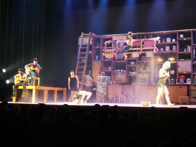 Cuisine et confessions les 7 doigts de la main spectacle acrobatie cirque bobino Paris