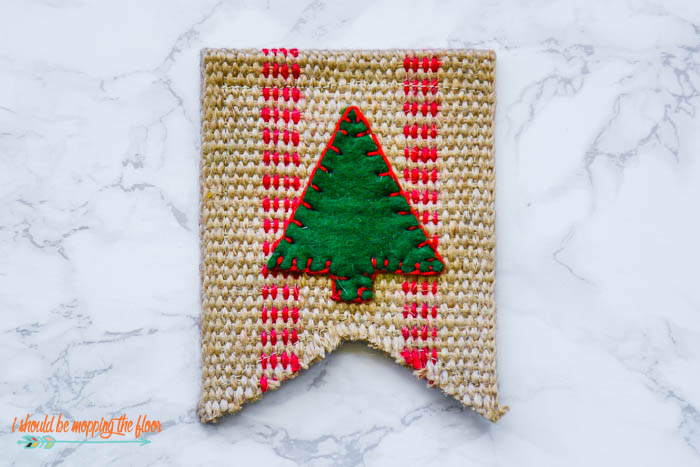 Handmade Jute Christmas Ornament | This vintage, farmhouse ornament is the perfect craft for your Christmas tree.
